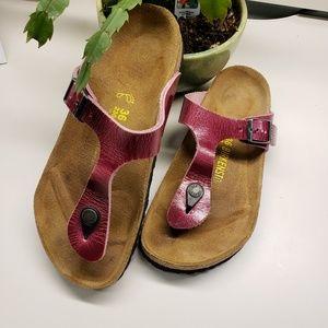 Birkenstock Gizeh Leather Sandals - Deep Orchid